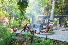 Mayaleistung im Dschungel von Mexiko Lizenzfreies Stockfoto