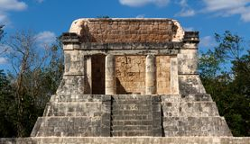 Mayan Dais at Chichen Itza. Building of Mayan origin, thought to be a ceremonial throne room, rises out of the jungle at Chichen Stock Photos
