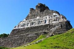mayan fördärvar tempelxunantunich arkivbild