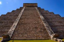 Mayan Kukulcan pyramid Arkivfoton