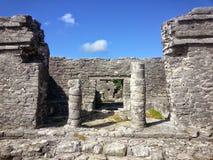 Mayan Pijlers in de Ruïnes van Tulum Royalty-vrije Stock Foto's