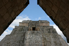 Mayan piramide in Uxmal, Mexico stock afbeelding