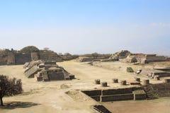 Mayan piramides in Monte Alban, Oaxaca, Mexico royalty-vrije stock afbeelding