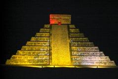 Mayan pyramid av Kukulcan El Castillo i Chichen Itza Arkivfoton
