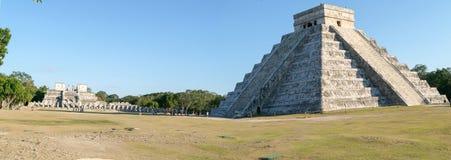 Mayan pyramid av Kukulcan El Castillo i Chichen Itza Royaltyfria Bilder