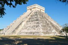 Mayan pyramid av Kukulcan El Castillo i Chichen Itza Arkivfoto