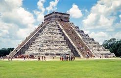 Mayan pyramid av Kukulcan El Castillo i Chichen Itza, Mexico Arkivbild