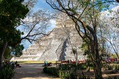 Mayan pyramid av Kukulcan El Castillo i Chichen Itza, Mexico royaltyfria bilder