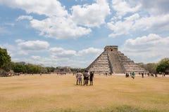 Mayan pyramid av Kukulkan, också som är bekant som El Castillo i Chichen Itza, Mexico Arkivbilder