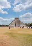 Mayan pyramid av Kukulkan, också som är bekant som El Castillo i Chichen Itza, Mexico Royaltyfri Foto