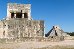 Mayan pyramid of Jaguares and El Castillo in Chichen Itza Royalty Free Stock Photography