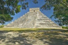 The Mayan Pyramid of Kukulkan (also known as El Castillo) and ruins at Chichen Itza, Yucatan Peninsula, Mexico Stock Photos