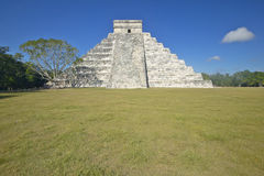 The Mayan Pyramid of Kukulkan (also known as El Castillo) and ruins at Chichen Itza, Yucatan Peninsula, Mexico Stock Images