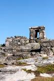 Mayan Ruïnes op een Rotsachtige Heuvel Stock Afbeeldingen