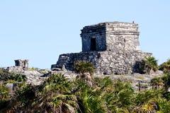 Mayan Ruïnes vóór een Duidelijke Hemel Stock Afbeeldingen