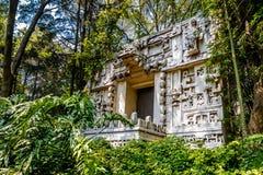 Mayan Tempel bij Antropologiemuseum - Mexico-City, Mexico stock afbeeldingen