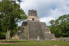 Mayan tempel II på den Tikal nationalparken - Guatemala Fotografering för Bildbyråer