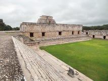 Mayan tempel in Uxmal stock foto