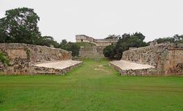 Mayan tempel in Uxmal stock foto's