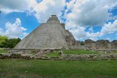 Mayan Uxmal fördärvar i yucatan, Mexiko, pyramiden av trollkarlen i Uxmal, Yucatan, Mexico Arkivbilder