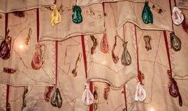 Mayapur Chandrodaya świątynia ISKCON 1 2018 Maj - Japamala lub mala sznurek modlitewni koraliki z szczęsliwymi słowami wieszał pi obrazy stock