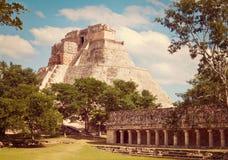 Mayapyramide Pyramide des Magiers in Uxmal Stockfotografie