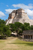 Mayapyramide in Uxmal, Mexiko Lizenzfreies Stockfoto