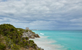 Mayatempel auf dem Hügel Lizenzfreie Stockbilder