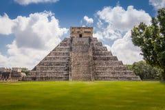 Mayatempelpyramide von Kukulkan - Chichen Itza, Yucatan, Mexiko Lizenzfreie Stockfotos