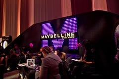 Maybelline Bildschirmanzeige an NYC Art- und Weisewochen-Fall 2011 Stockbild