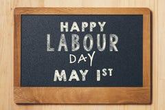 Mayday, le 1er mai Petit panneau de craie avec la Fête du travail des textes Internati Photos stock