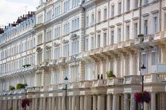 Жилая ария Mayfair со строкой периодических зданий Роскошное свойство в центре Лондона стоковые фотографии rf