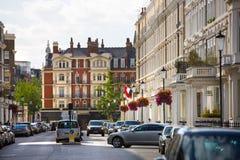Жилая ария Mayfair со строкой периодических зданий Роскошное свойство в центре Лондона стоковые изображения