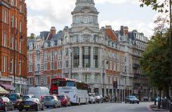 Жилая ария Mayfair со строкой периодических зданий Роскошное свойство в центре Лондона стоковое фото