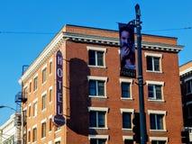 Mayfair hotell/lägenheter i i stadens centrum Pomona fotografering för bildbyråer