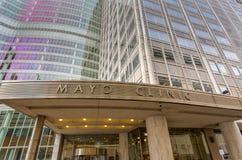 Mayo Clinic Entrance och tecknet Arkivbilder