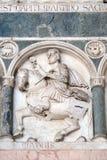 Mayo, detalle del bajo-alivio que representa el trabajo de los meses del año, catedral en Lucca, Italia Fotografía de archivo