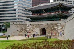 Mayo 26,2016 en el frente de la puerta del gateSungnyemun de Namdaemun, Seul, Fotos de archivo libres de regalías