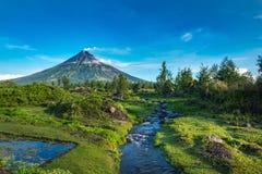 Mayon Vocalno in Legazpi, Philippinen Lizenzfreie Stockfotos
