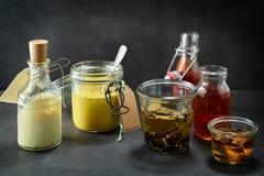 Mayonaise, mosterd, olie, ketchup en zoete saus Royalty-vrije Stock Fotografie