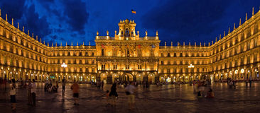 Mayor histórico na noite, Salamanca da plaza foto de stock royalty free