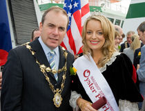 Mayor Michael Crowe and Leonie Tansey-Oyster Perl Royalty Free Stock Images