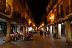 Mayor ulica przy lato nocą obraz stock