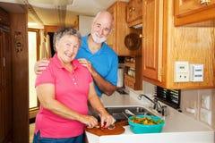 Mayores de rv - cocinando junto Imagen de archivo libre de regalías