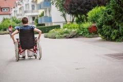 Mayores en silla de ruedas imagen de archivo