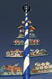 Maypole bávaro tradicional fotos de archivo