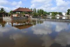 Mayura vattentempel, Mataram royaltyfri fotografi