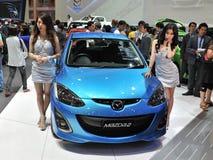Mazda 2 en la visualización en una demostración de motor Imagen de archivo libre de regalías
