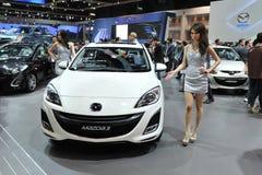 Mazda 3 auf Bildschirmanzeige an einer Autoausstellung Stockfotografie