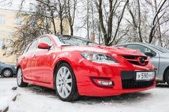 Mazda 3 Axela in de winterstraat die wordt geparkeerd Royalty-vrije Stock Afbeeldingen